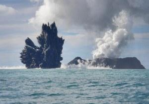 Rangkaian foto seri ketiga letusan Gunung Api bawah laut. 18 Maret 2009. Fotografer Dana Stephenson(Dana Stephenson / Getty Images).