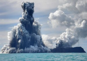 Rangkaian foto seri keempat letusan Gunung Api bawah laut. 18  Maret 2009. Fotografer Dana Stephenson(Dana Stephenson / Getty Images).