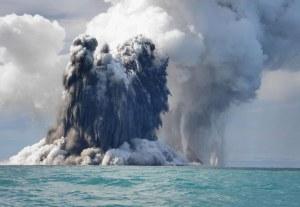 Rangkaian foto seri keenam  letusan Gunung Api bawah laut. 18 Maret 2009. Fotografer Dana  Stephenson(Dana Stephenson / Getty Images).